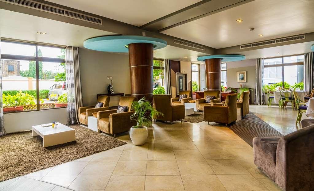 Best Western Plus Peninsula Hotel - Vista del vestíbulo