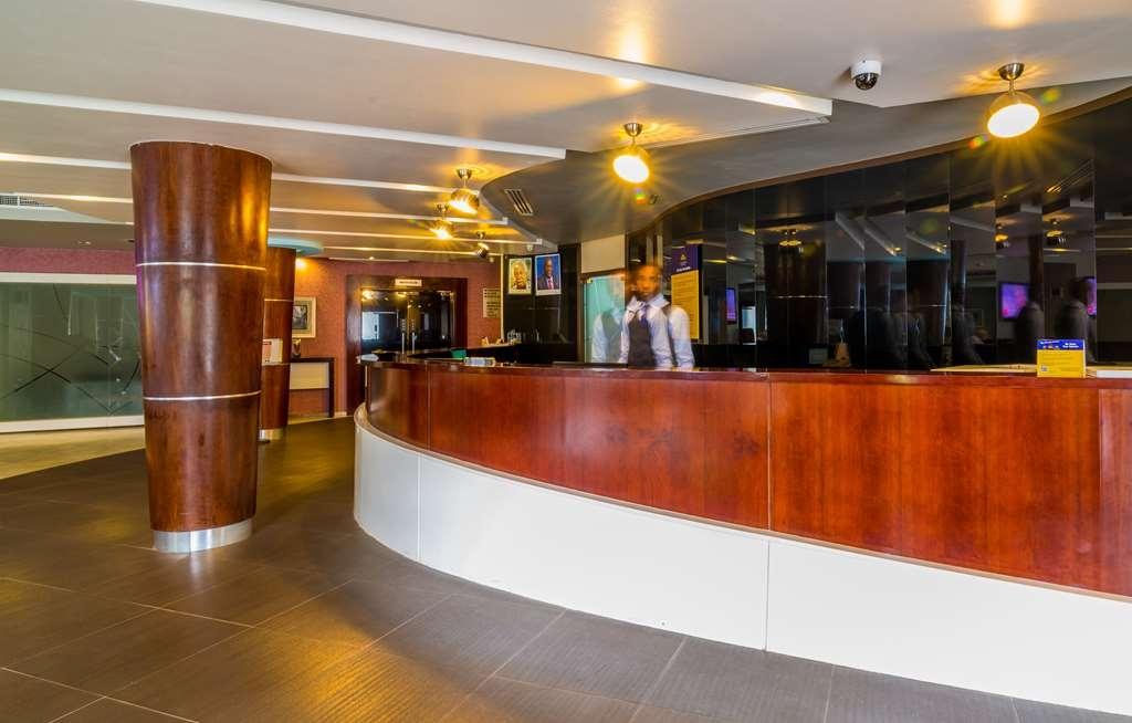 Best Western Plus Peninsula Hotel - Lobby