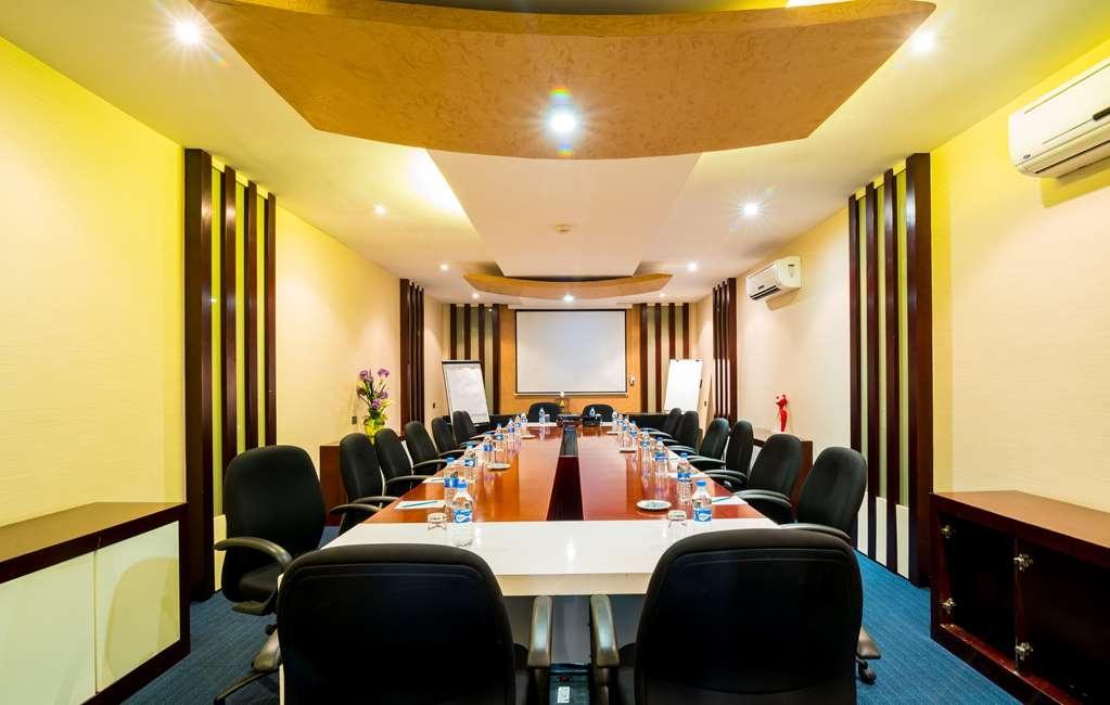 Best Western Plus Peninsula Hotel - Sala de reuniones