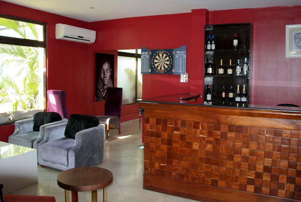 Best Western Plus Peninsula Hotel - Bar / Lounge