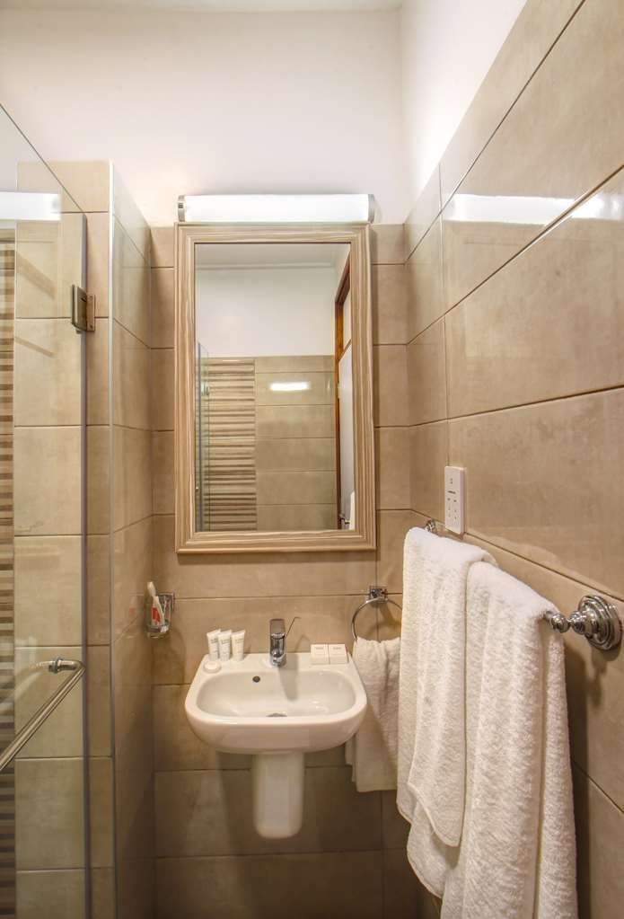 Executive Residency by Best Western Nairobi - baño suite ejecutiva