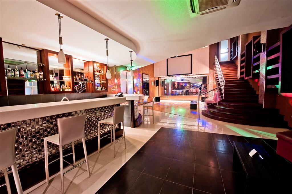 Best Western Premier Accra Airport Hotel - Bar-salon