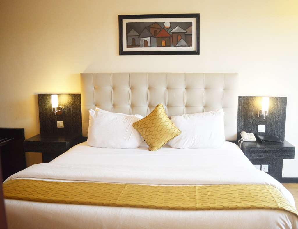 Best Western Premier Accra Airport Hotel - Premier King Bed Guest Room