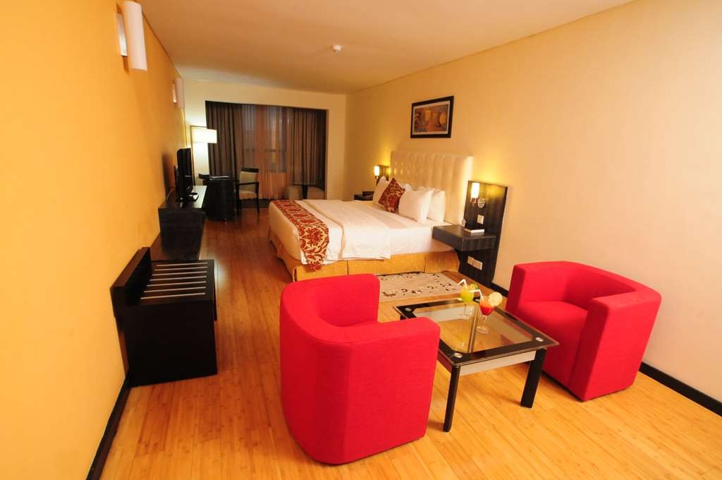 Best Western Premier Accra Airport Hotel - Suite King Bed Guest Room