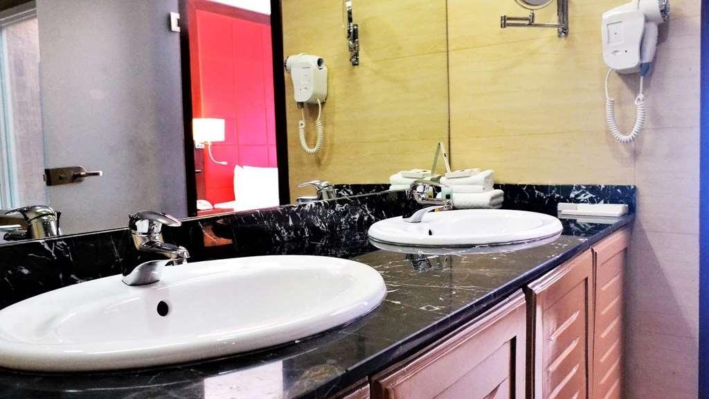 Best Western Plus Atlantic Hotel - Chalet Bathroom
