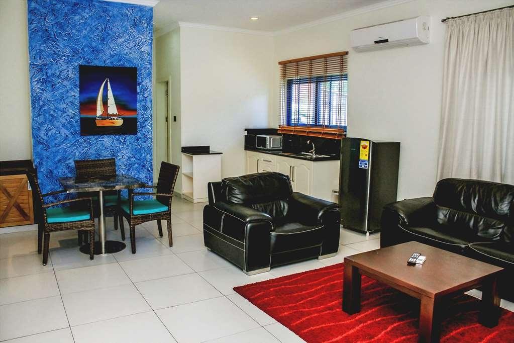 Best Western Plus Atlantic Hotel - Chalet Living Room