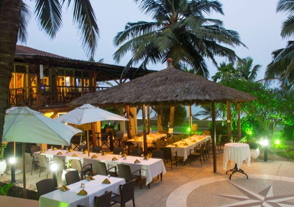 Best Western Plus Accra Beach Hotel - Bar/Lounge