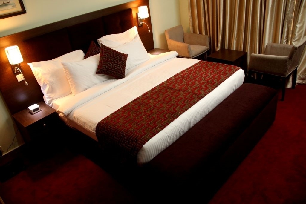 Best Western Plus Elomaz Hotel - Queen Bed Guest Room