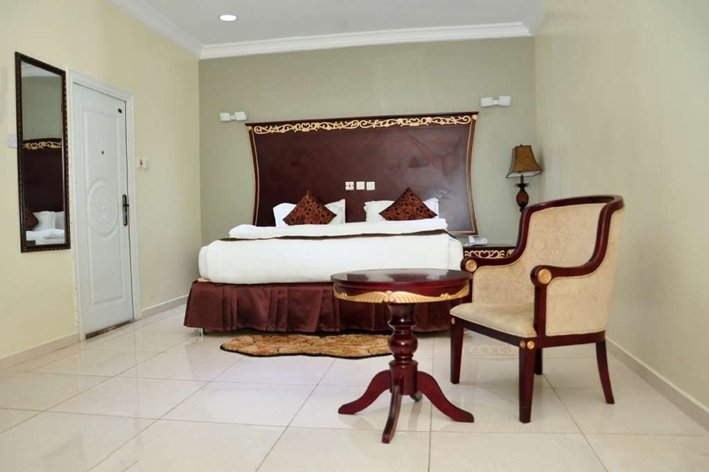 Best Western Meloch Hotel - Diplomatic Suite with One King Size Bed,Sitting Room and a Jacuzzi® with Stereo