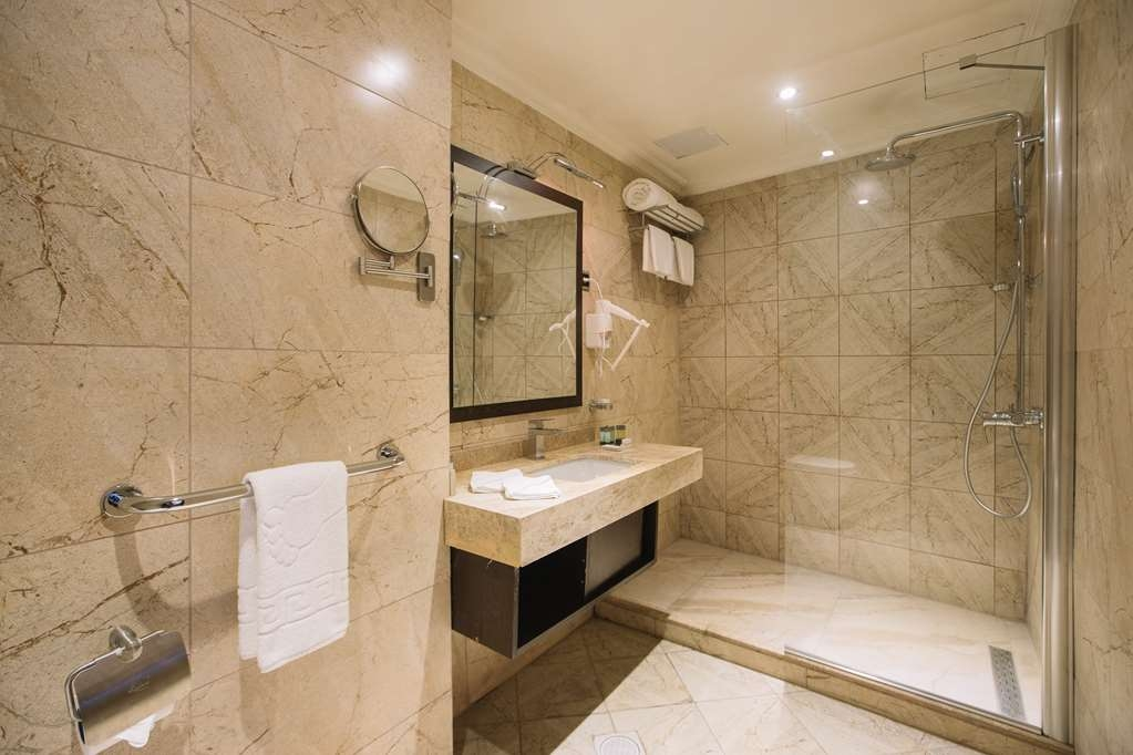 Best Western Plus Addis Ababa - Corner Suite Bath