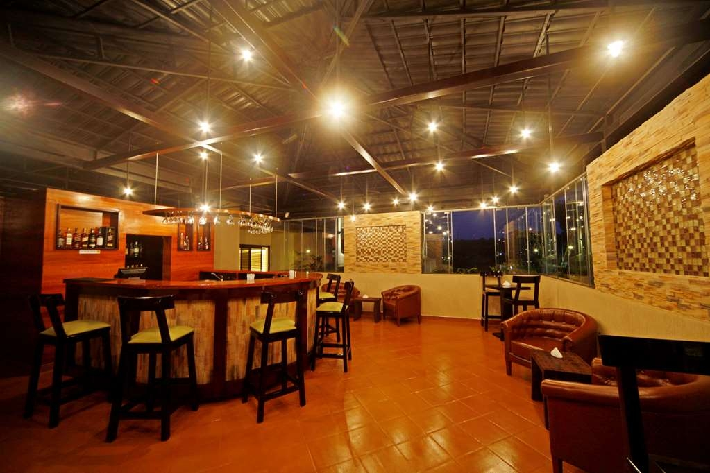 Best Western Premier Garden Hotel Entebbe - Bar / Lounge