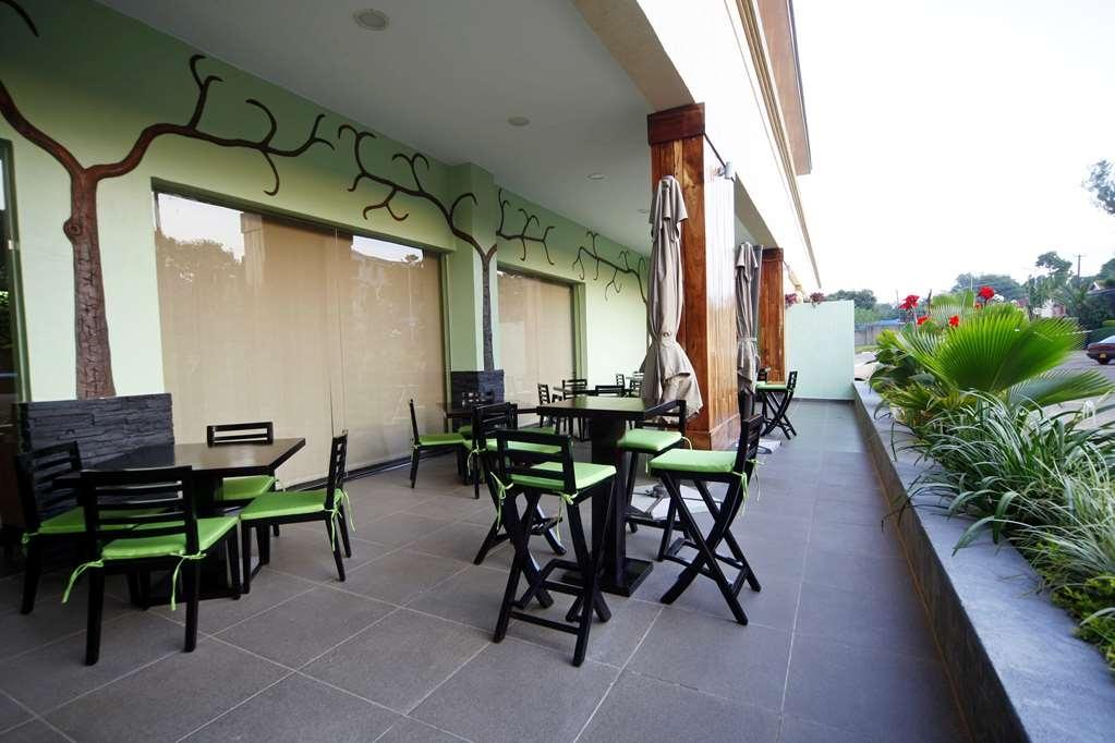 Best Western Premier Garden Hotel Entebbe - Restaurant Terrace