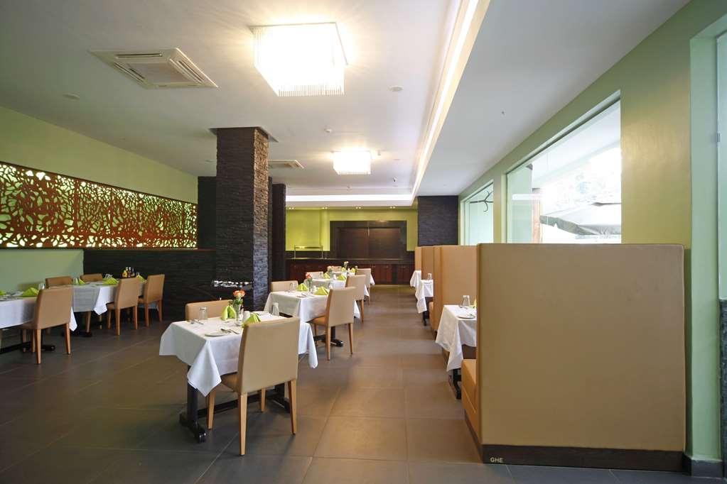 Best Western Premier Garden Hotel Entebbe - Restaurant / Gastronomie
