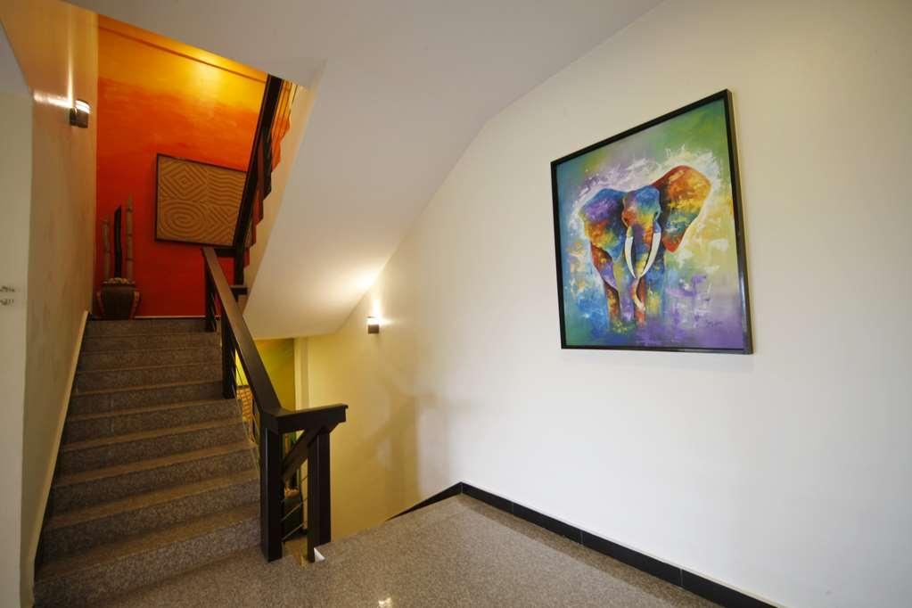 Best Western Premier Garden Hotel Entebbe - Corridor