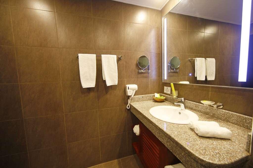 Best Western Premier Garden Hotel Entebbe - Guest Bathroom