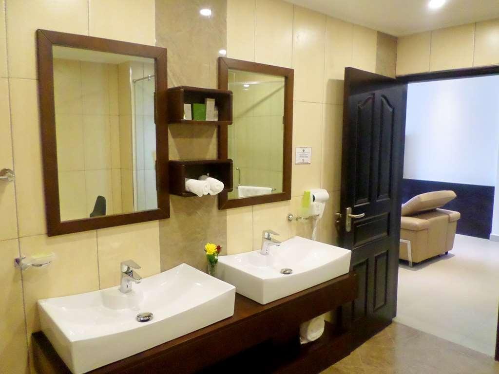 Best Western Premier Garden Hotel Entebbe - Badezimmer