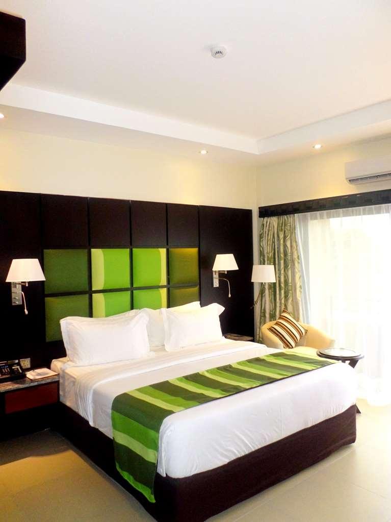 Best Western Premier Garden Hotel Entebbe - Suite Bedroom