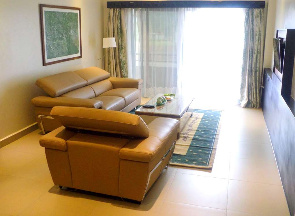 Best Western Premier Garden Hotel Entebbe - Exec Suite Living