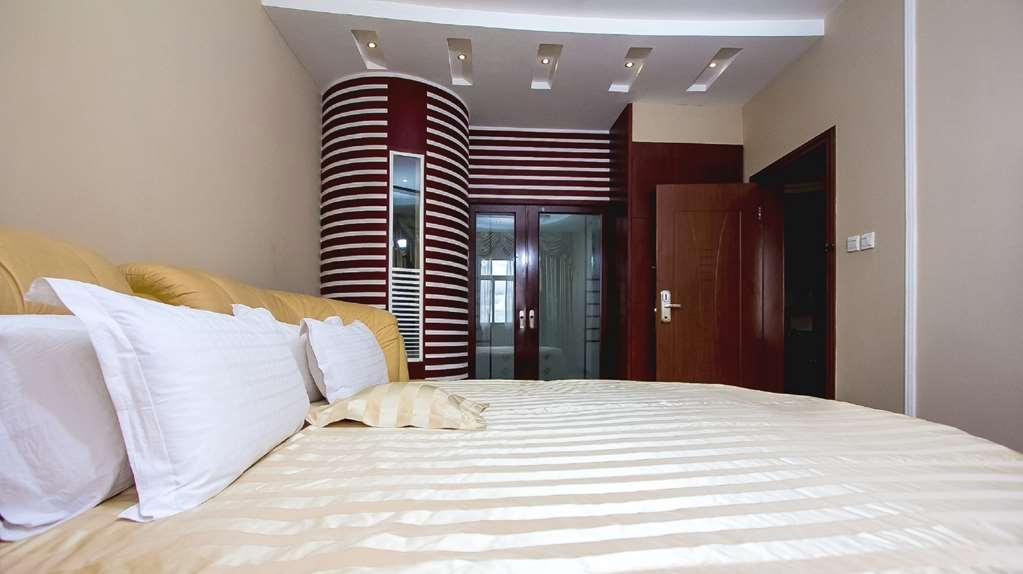 Best Western Plus Lusaka Grand Hotel - King Bed Suite- Bedroom