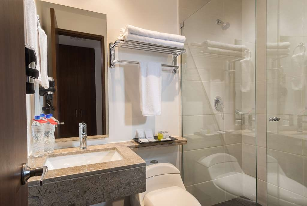 Best Western Plus Santa Marta Hotel - Bathroom