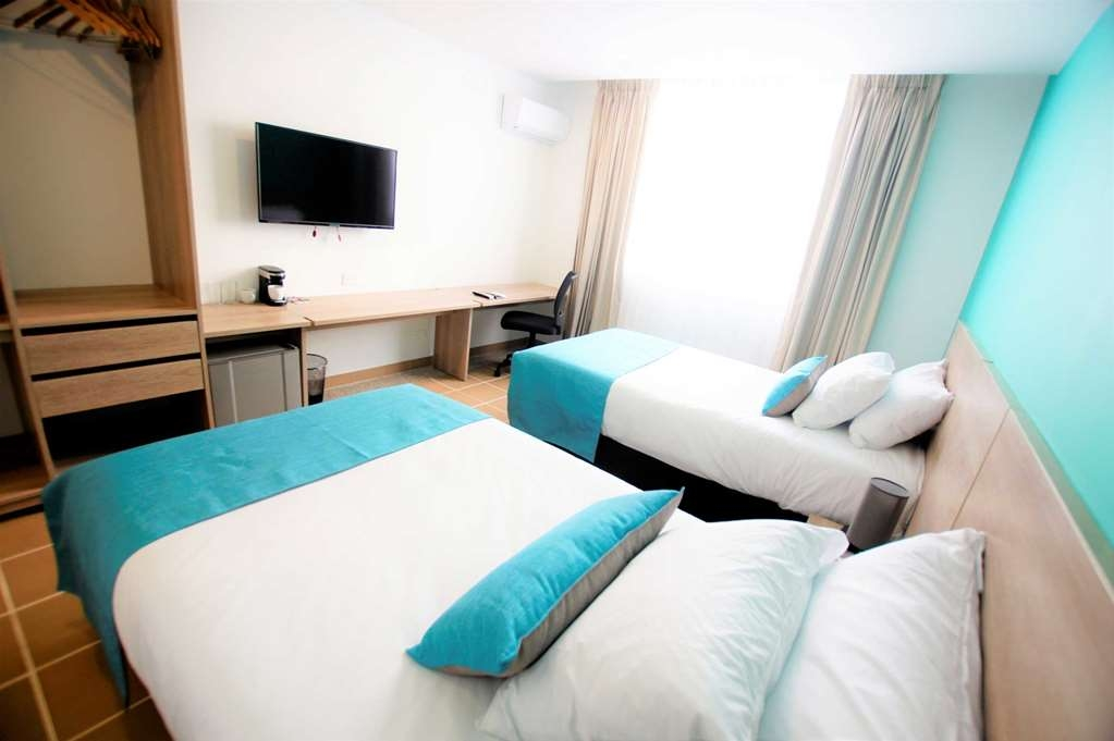 Best Western Puerto Gaitan Hotel - Guest Room with Two Twin Size Beds