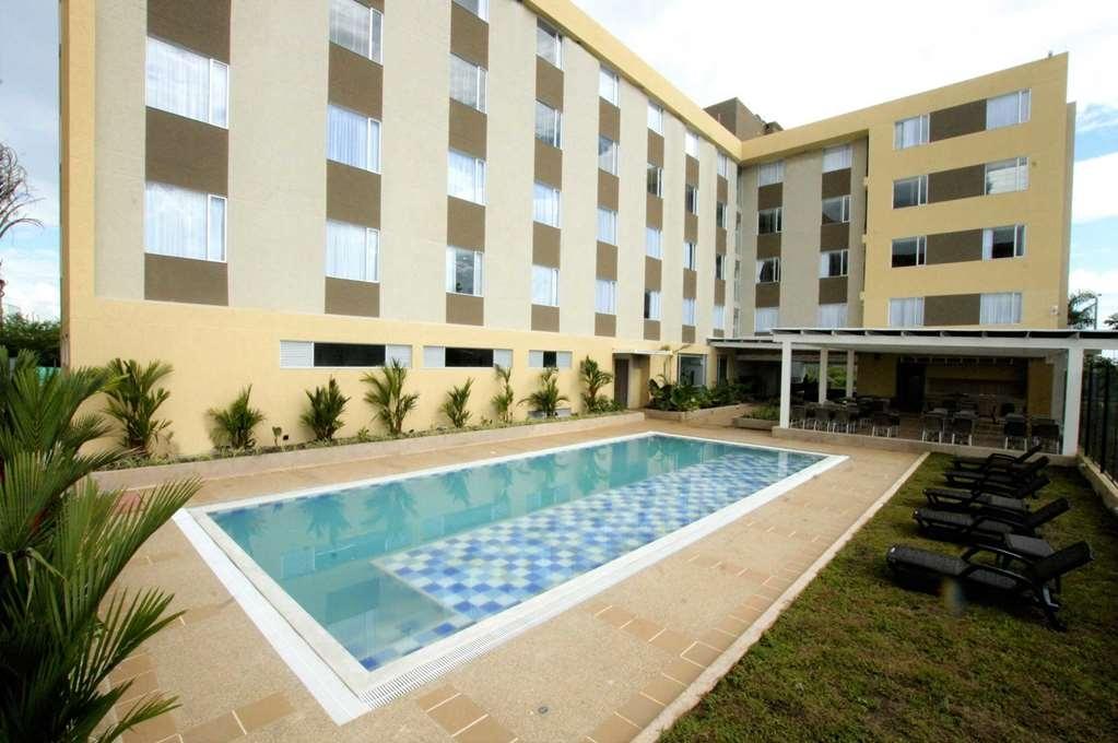 Best Western Puerto Gaitan Hotel - Vue de la piscine