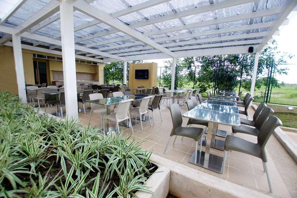 Best Western Puerto Gaitan Hotel - Outdoor Dining
