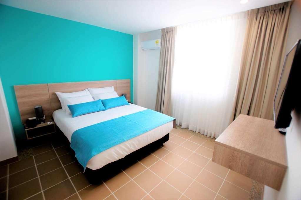 Best Western Puerto Gaitan Hotel - Guest Room with One Queen Size Bed