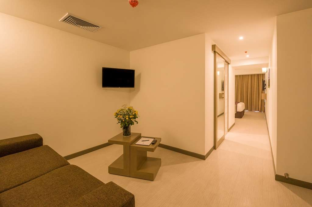 Best Western Plus Urban Larco Hotel - Amenities in the Junior Suite with One Queen Size Bed