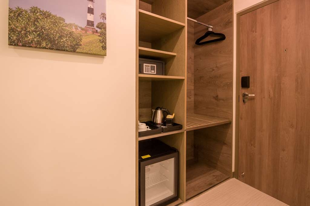 Best Western Plus Urban Larco Hotel - Amenities in Superior Room with Two Twin Size Beds