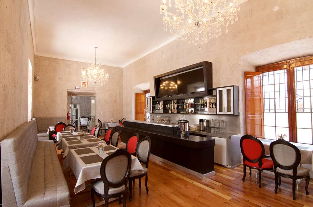 SureStay Plus Hotel by Best Western Tierrasur Colonial - Restaurant / Etablissement gastronomique