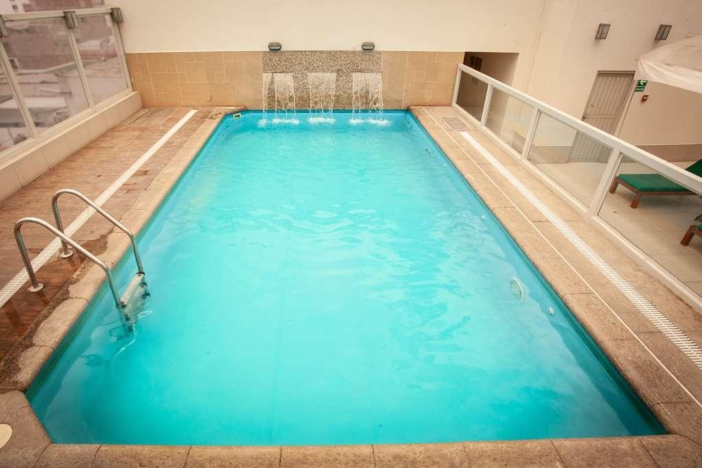 SureStay Plus Hotel by Best Western Dorado - Vista de la piscina