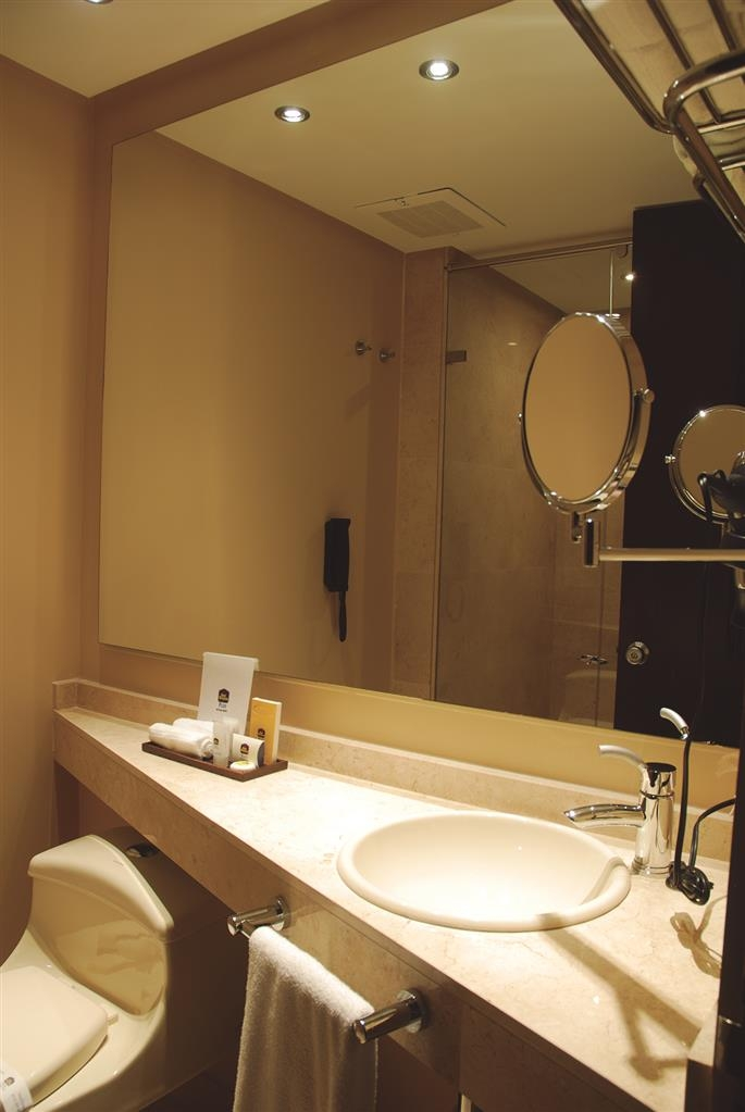 Best Western Plus 93 Park Hotel - Guest Bathroom