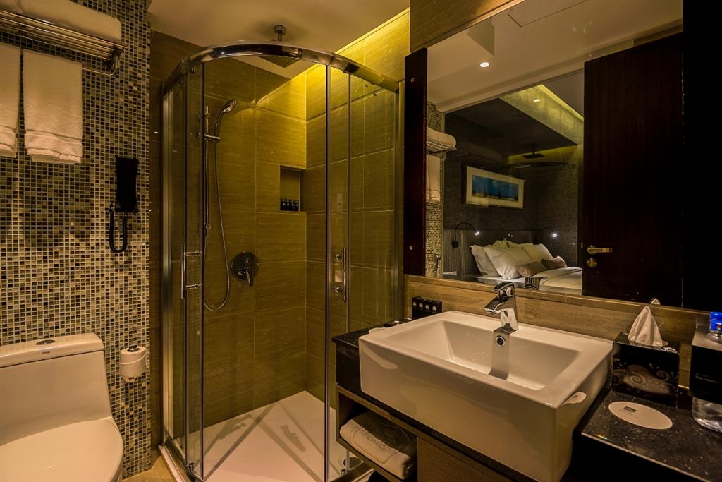 Best Western Plus Maple Leaf - Cuarto de baño de clientes