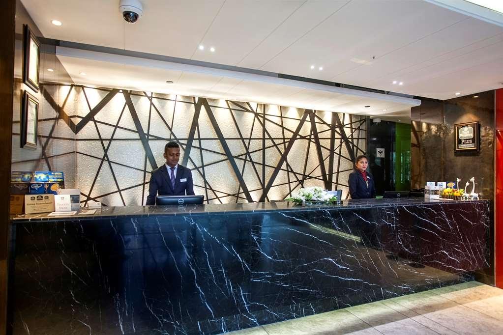 Best Western Plus Maple Leaf - Hotel Lobby