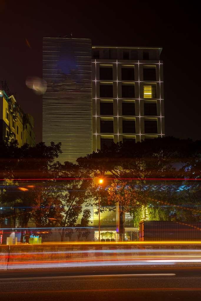 Best Western Plus Maple Leaf - Hotel Building