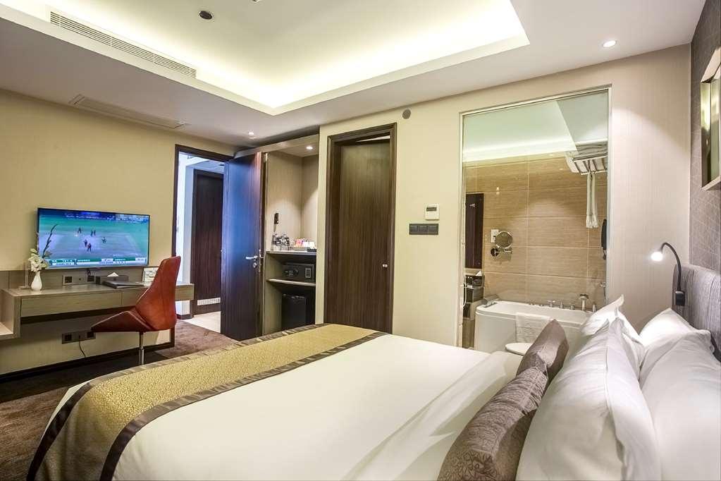 Best Western Plus Maple Leaf - Suite Room