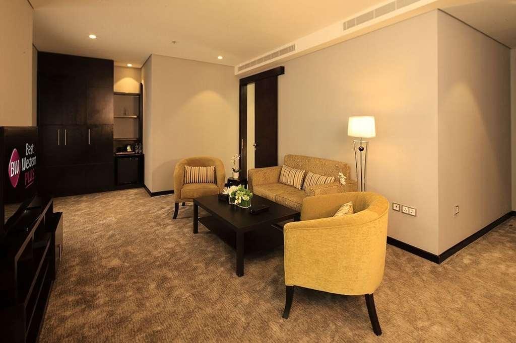 Best Western Plus Fursan Hotel - Guest Room Seating Area