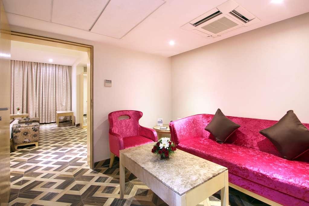 Best Western Ashoka - Suite Living Room