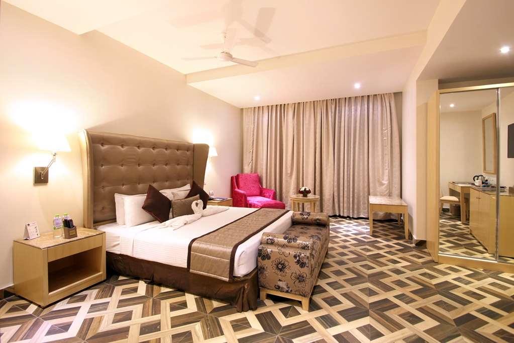 Best Western Ashoka - Suite - 1 King Bed