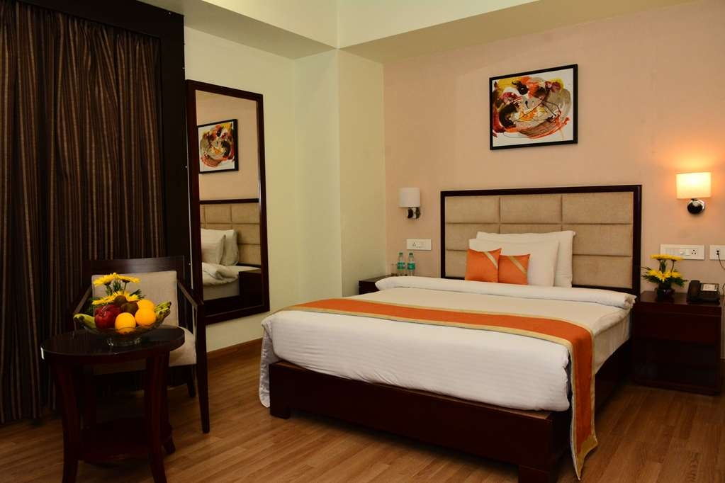 Best Western Sagar Sona - Deluxe Room with One Queen Bed