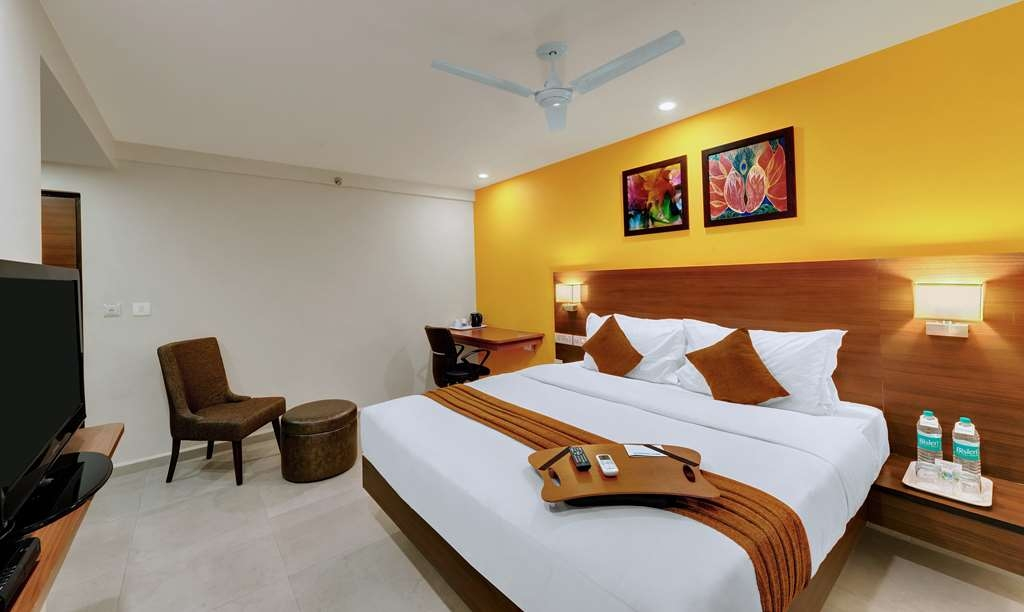 Best Western Alkapuri, Vadodara - Superior King Guest Room