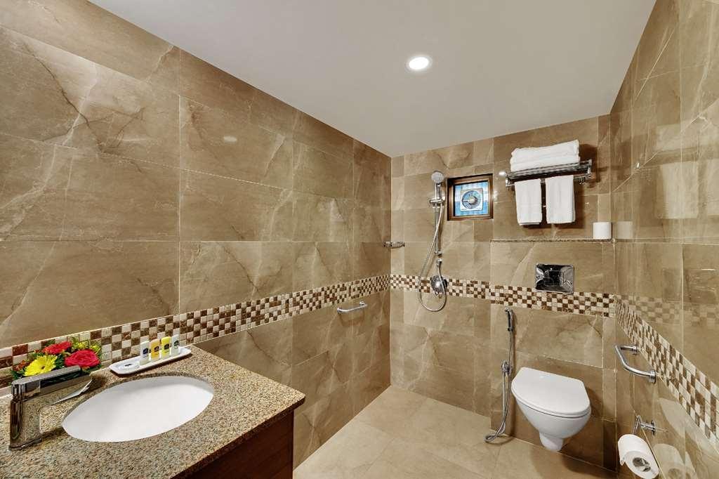 Best Western Alkapuri, Vadodara - Guest Bathroom