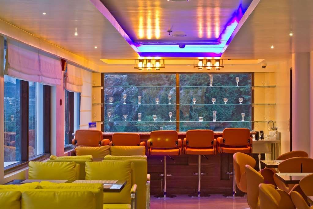 Best Western Himalyan Monal - Bar/Lounge