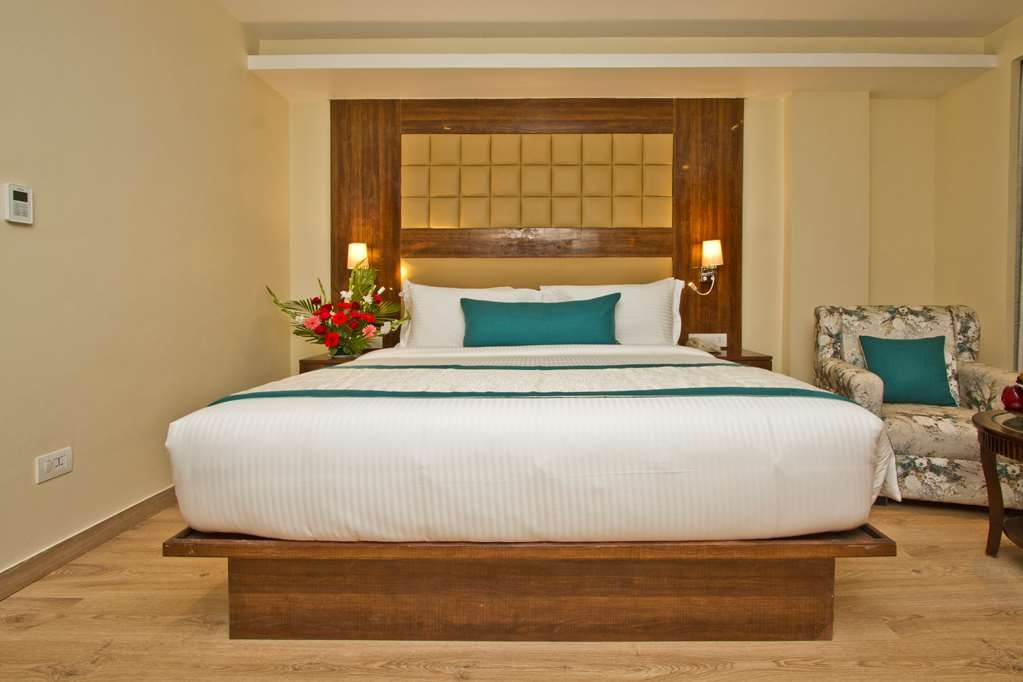 Best Western Himalyan Monal - Superior Room with One King Size Bed