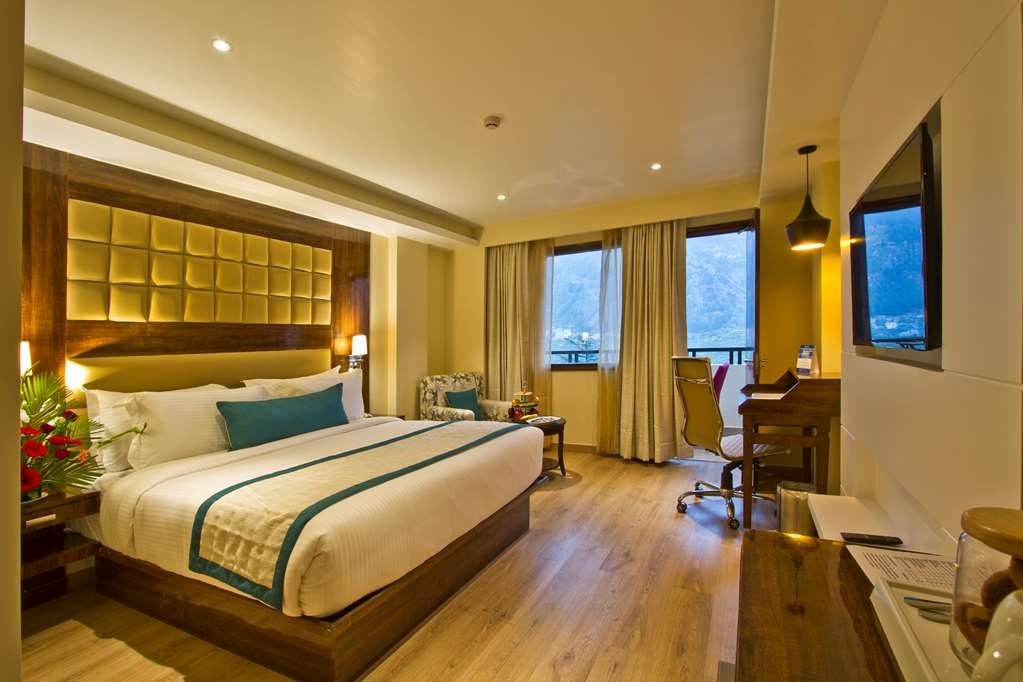 Best Western Himalyan Monal - Deluxe Room with One King Size Bed