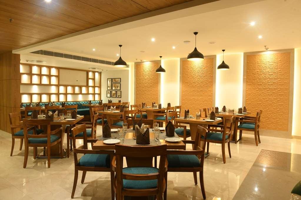 SureStay Hotel by Best Western Amritsar - Restaurant / Etablissement gastronomique