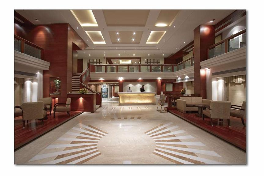 SureStay Plus Hotel by Best Western Indore - Vue du lobby