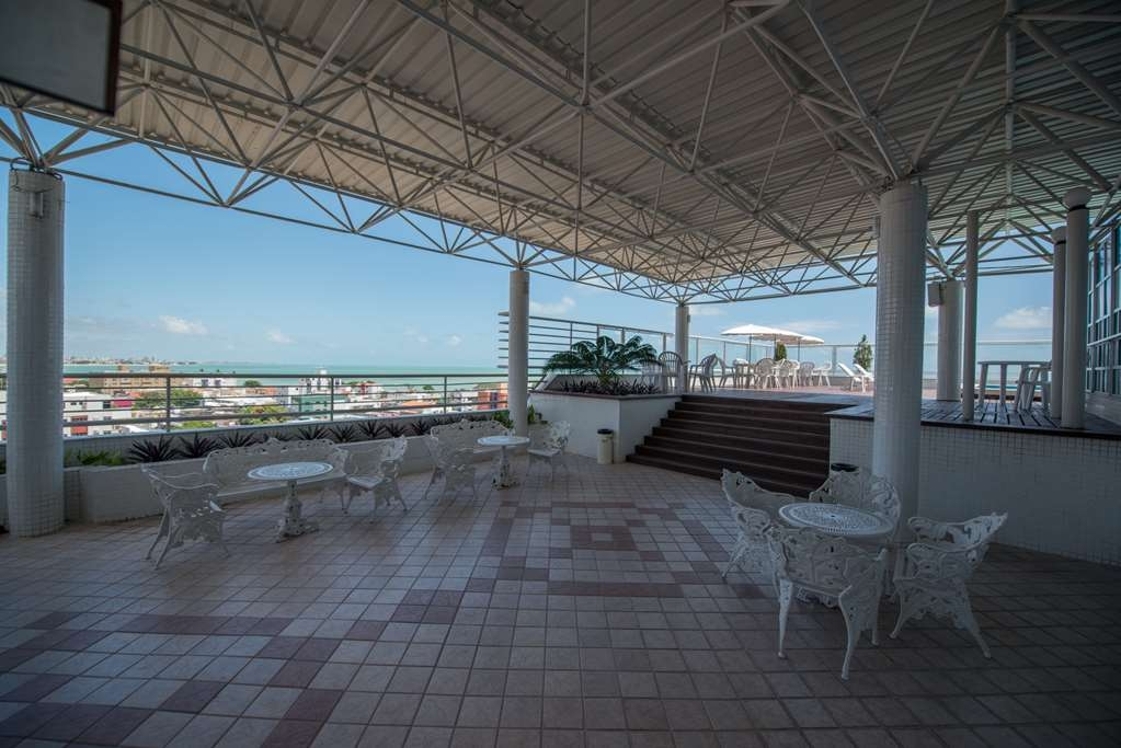 Best Western Hotel Caicara - Rooftop Patio and Pool Area