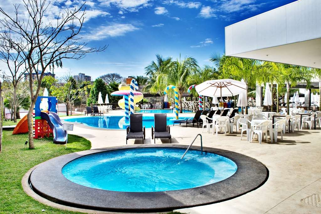 Best Western Suites Le Jardin Caldas Novas - Hot Tub and Outdoor Swimming Pool